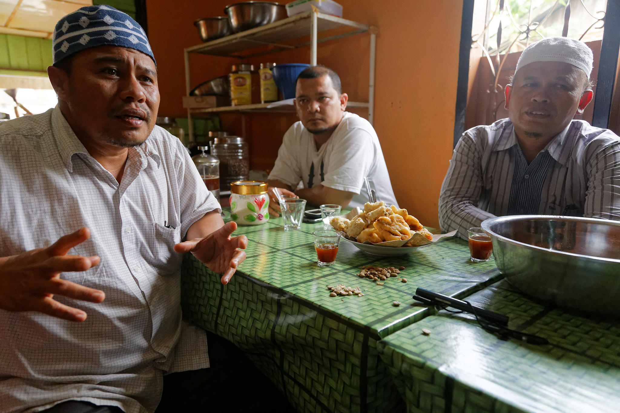 Coffee Farmers Appreciating The Lemon And Sugar Palm Notes Kopi Robusta Organik By Teungku Aceh Nad Img 6768 Dxo